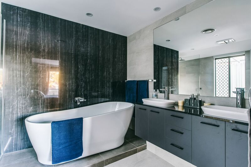 quartz stone feature wall and bathroom bravvo perth