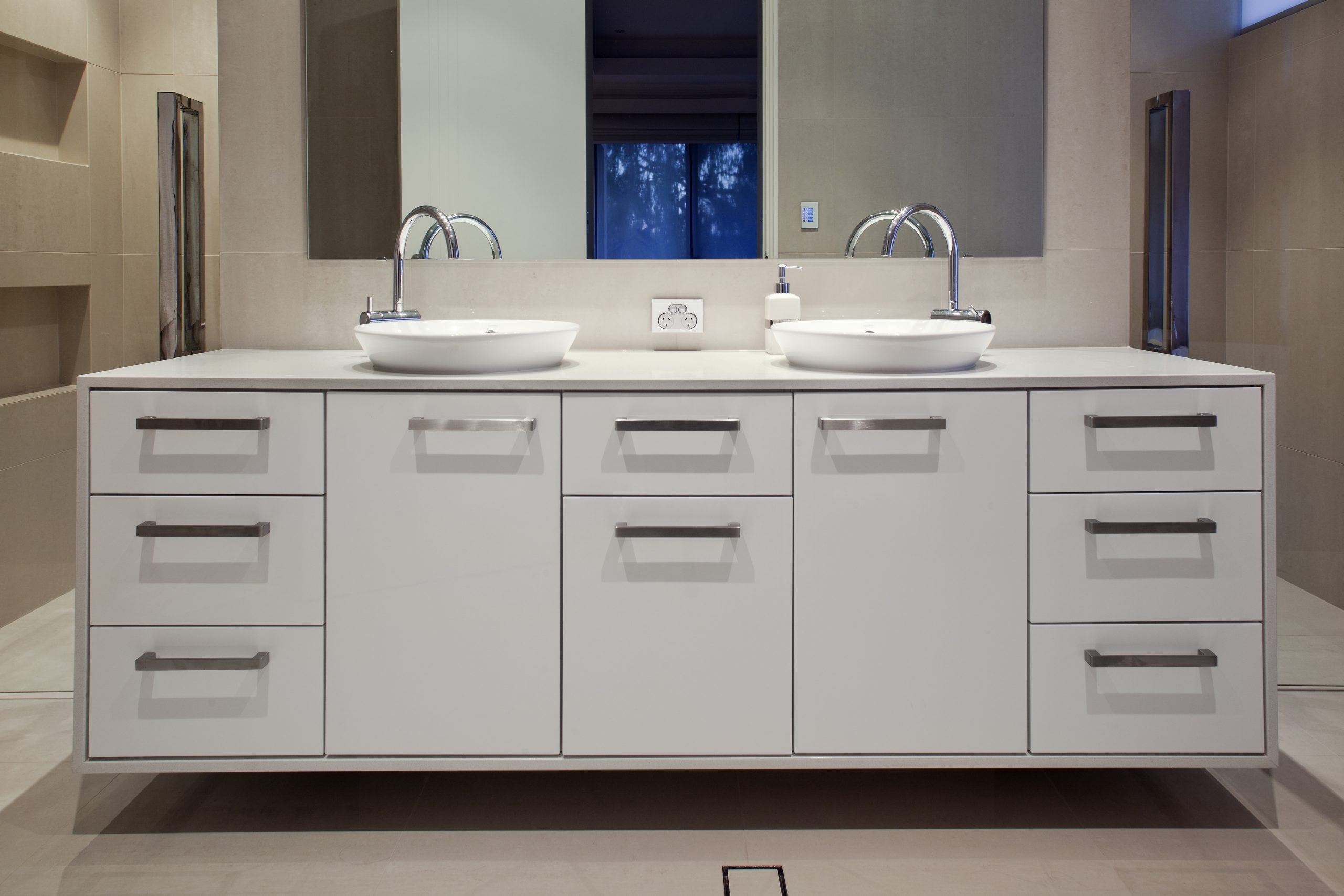 bravvo porcelain stone bathroom surface and sinks