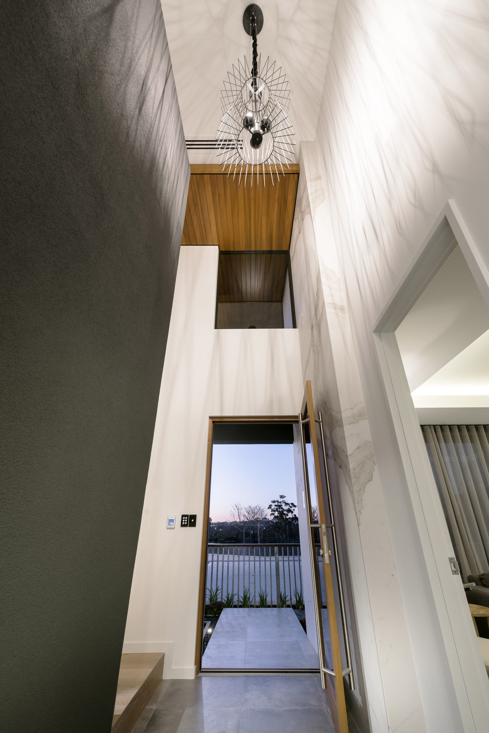 bravvo-porcelain-stone-wall-hallway-in-home-entrance